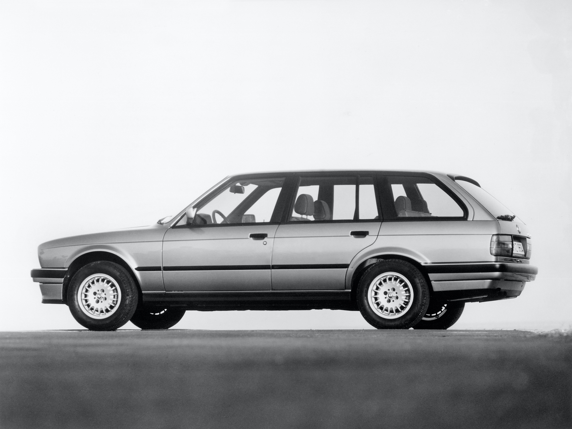 E30 3 Series Touring 325xi 01