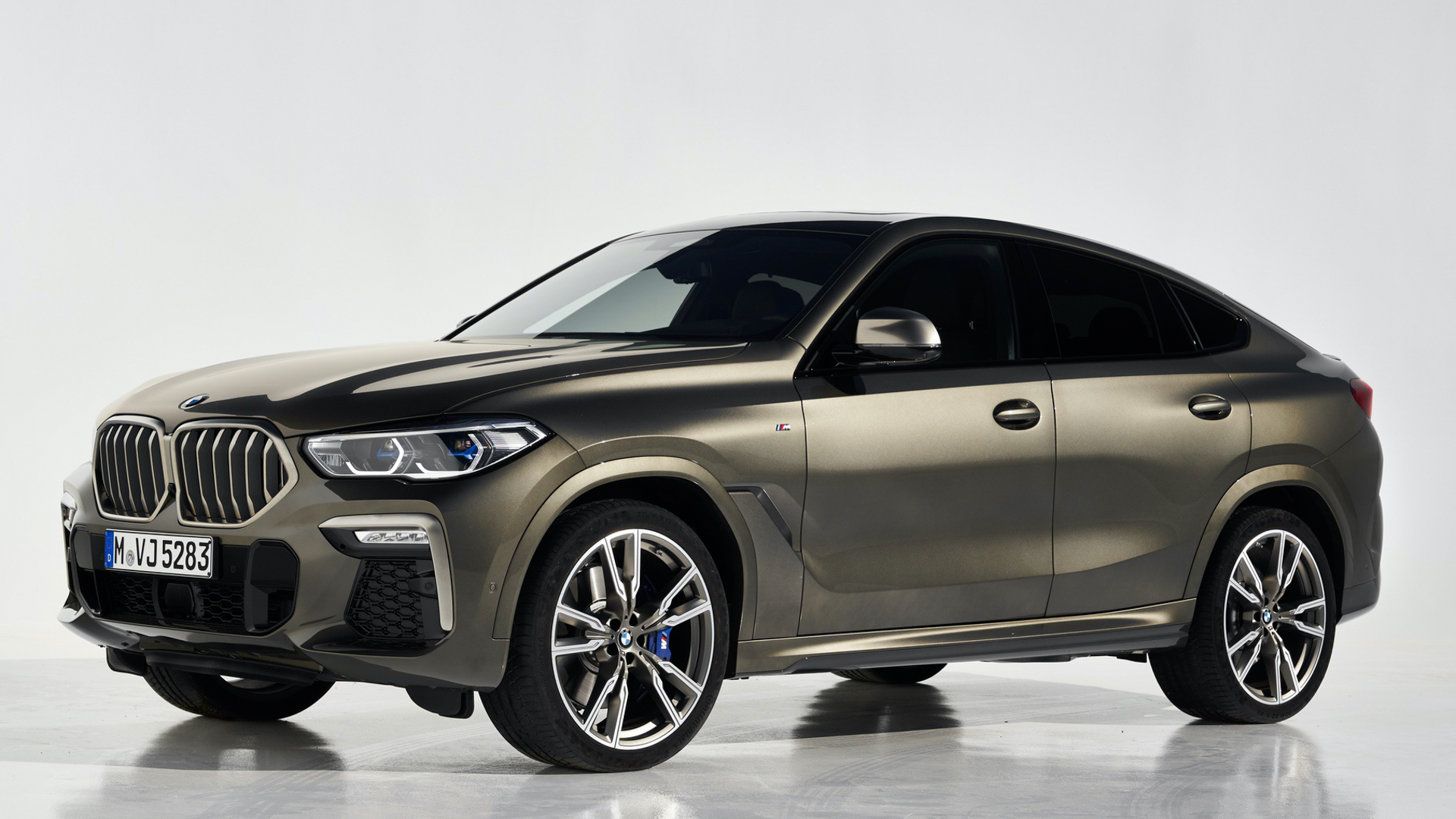 G06 BMW X6 vs Mercedes Benz GLE Coupe 7 of 10