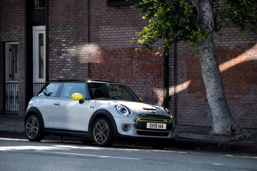 MINI Cooper SE electric 58 830x553