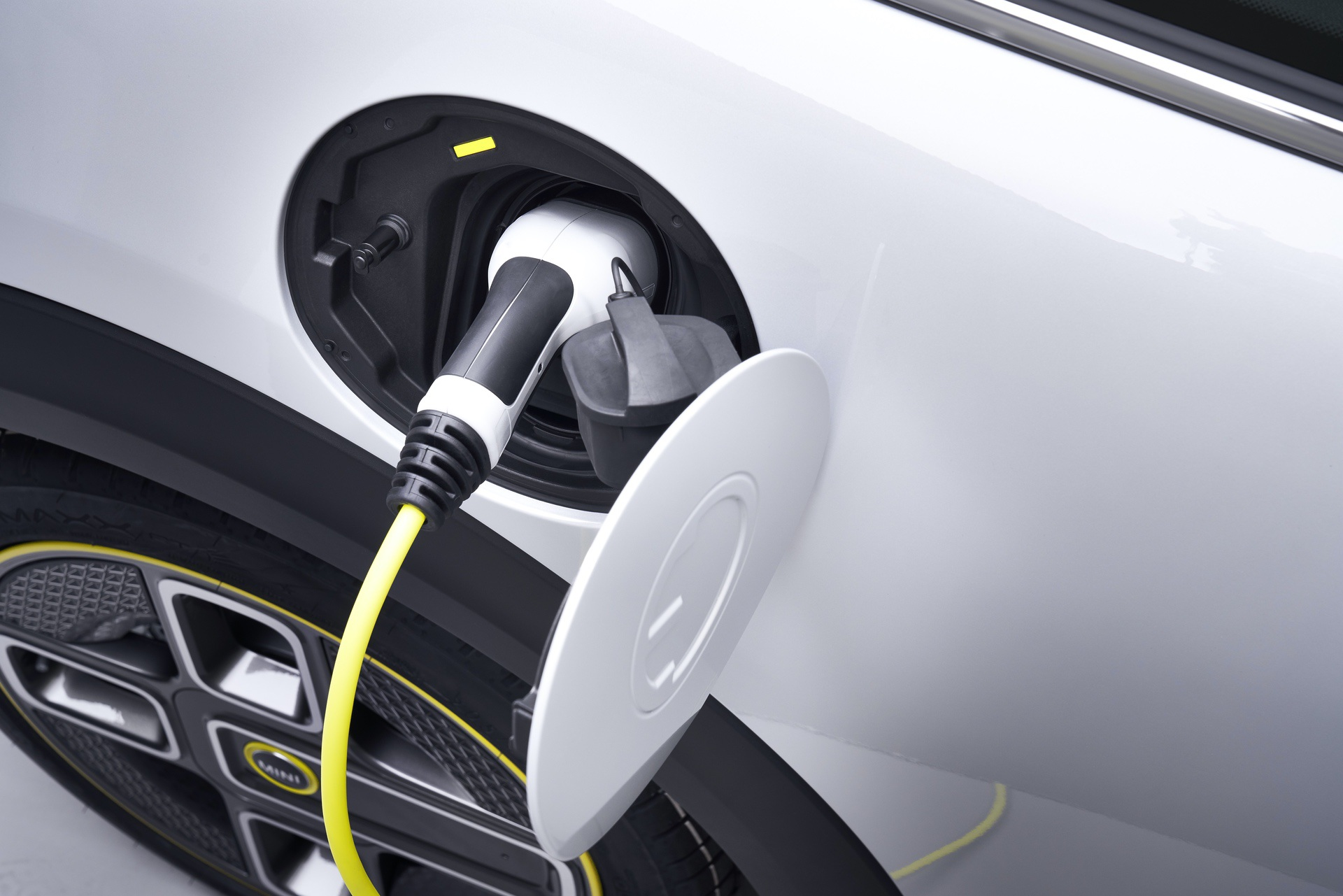 MINI Cooper SE electric images 05