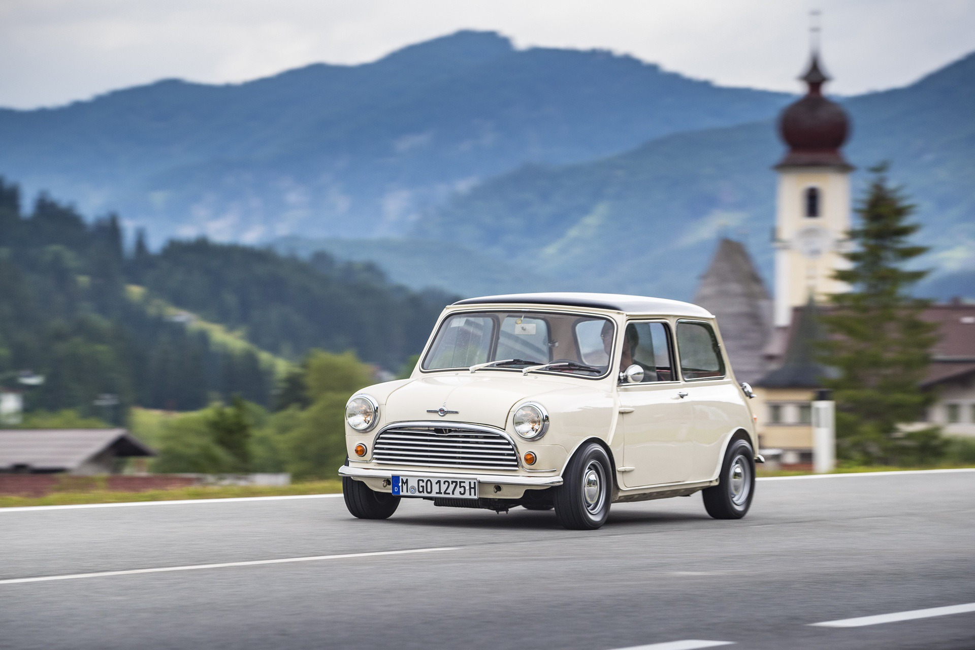 TEST DRIVE: 1959 Morris Mini 850 and 1967 Cooper S 1275 GT - Minimalism
