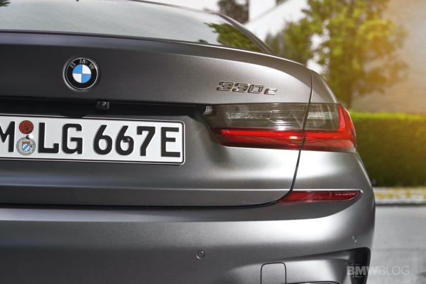 2019 2020 BMW 330e plug in hybrid 25 830x553