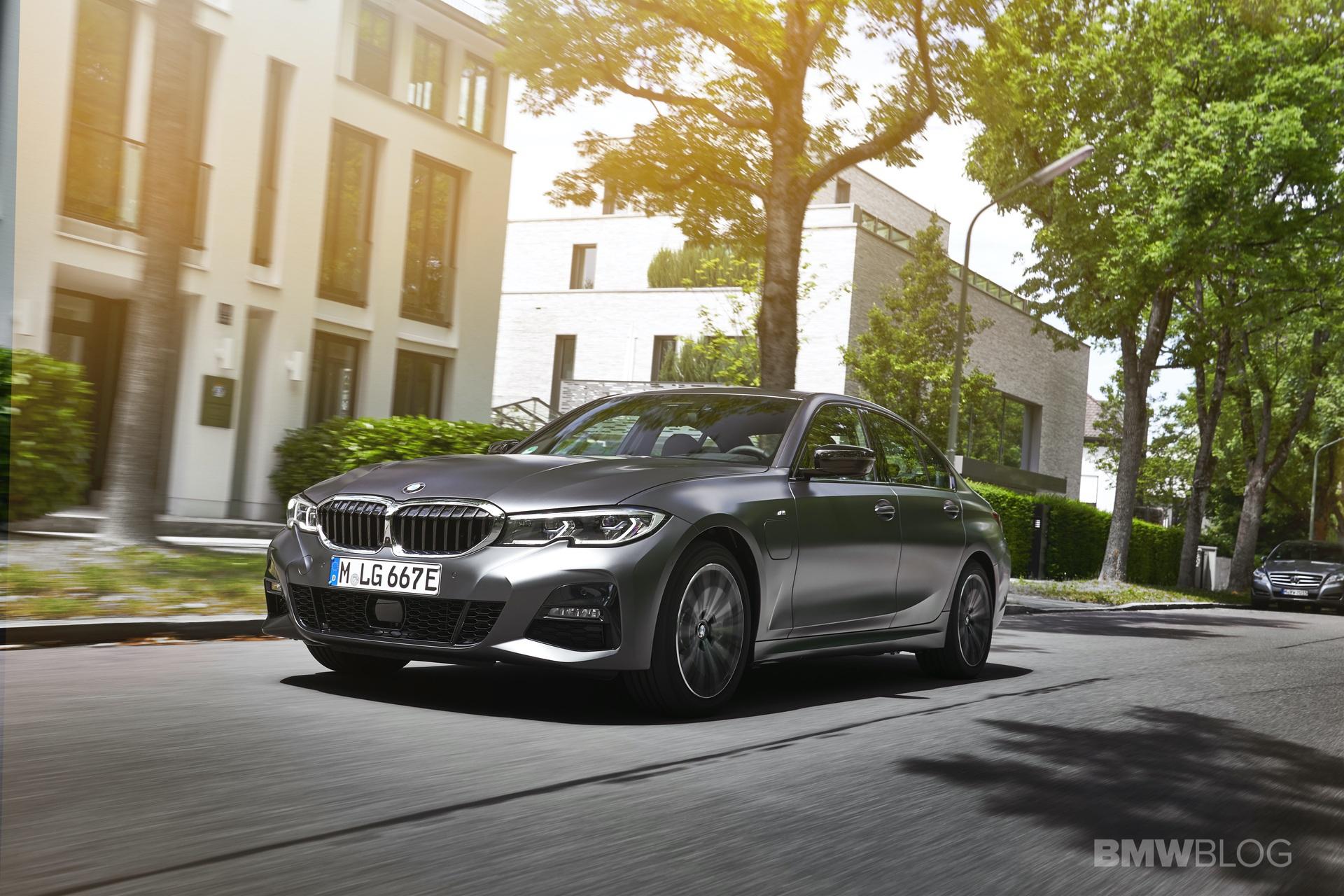 2019 2020 BMW 330e plug in hybrid 29