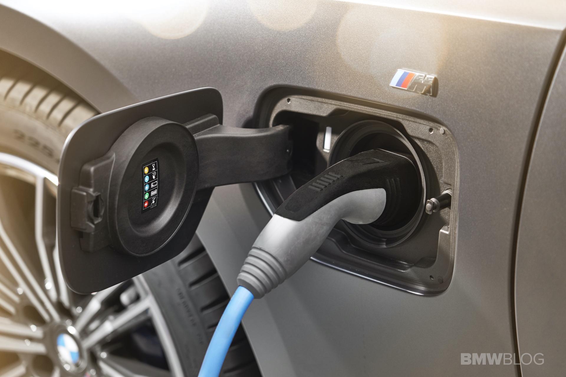2019 2020 BMW 330e plug in hybrid 56