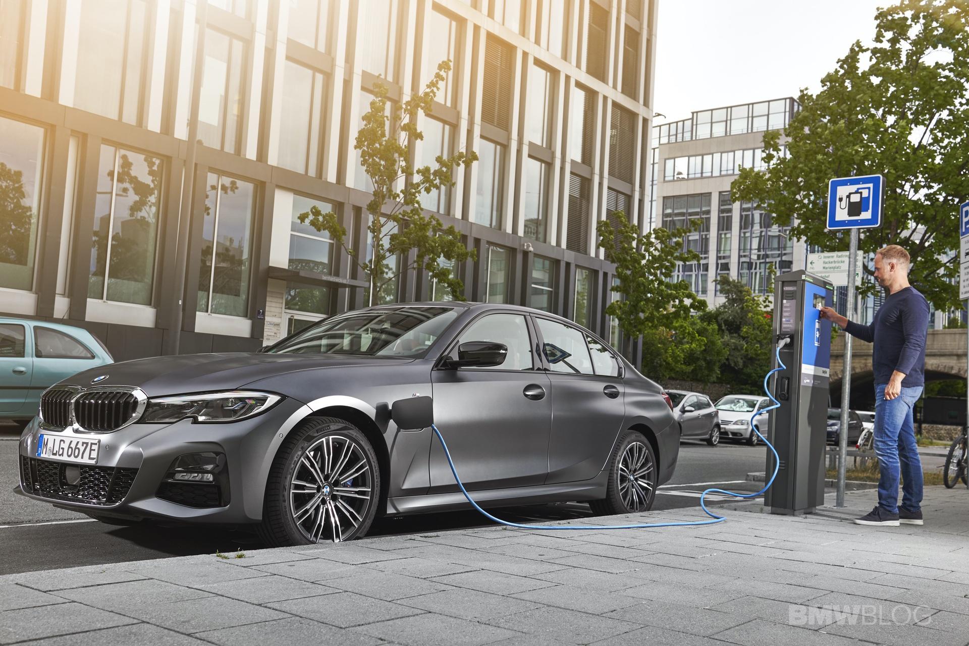2019 2020 BMW 330e plug in hybrid 64