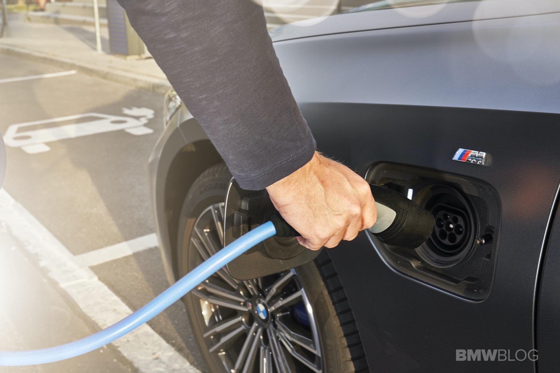 2019 2020 BMW 330e plug in hybrid 73