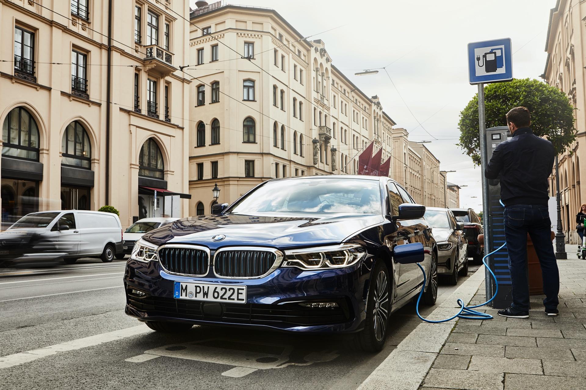2019 BMW 530e xdrive 01