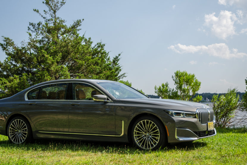 BMW 750i xDrive LCI 38 of 69 830x553