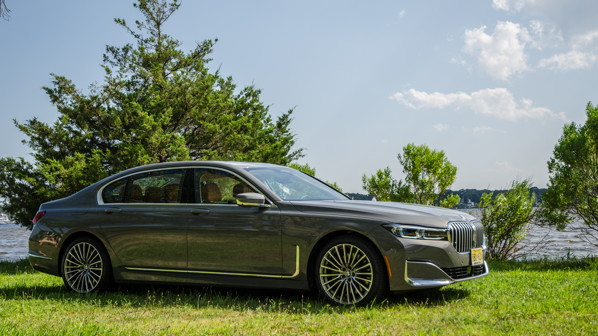 BMW 750i xDrive LCI 38 of 69