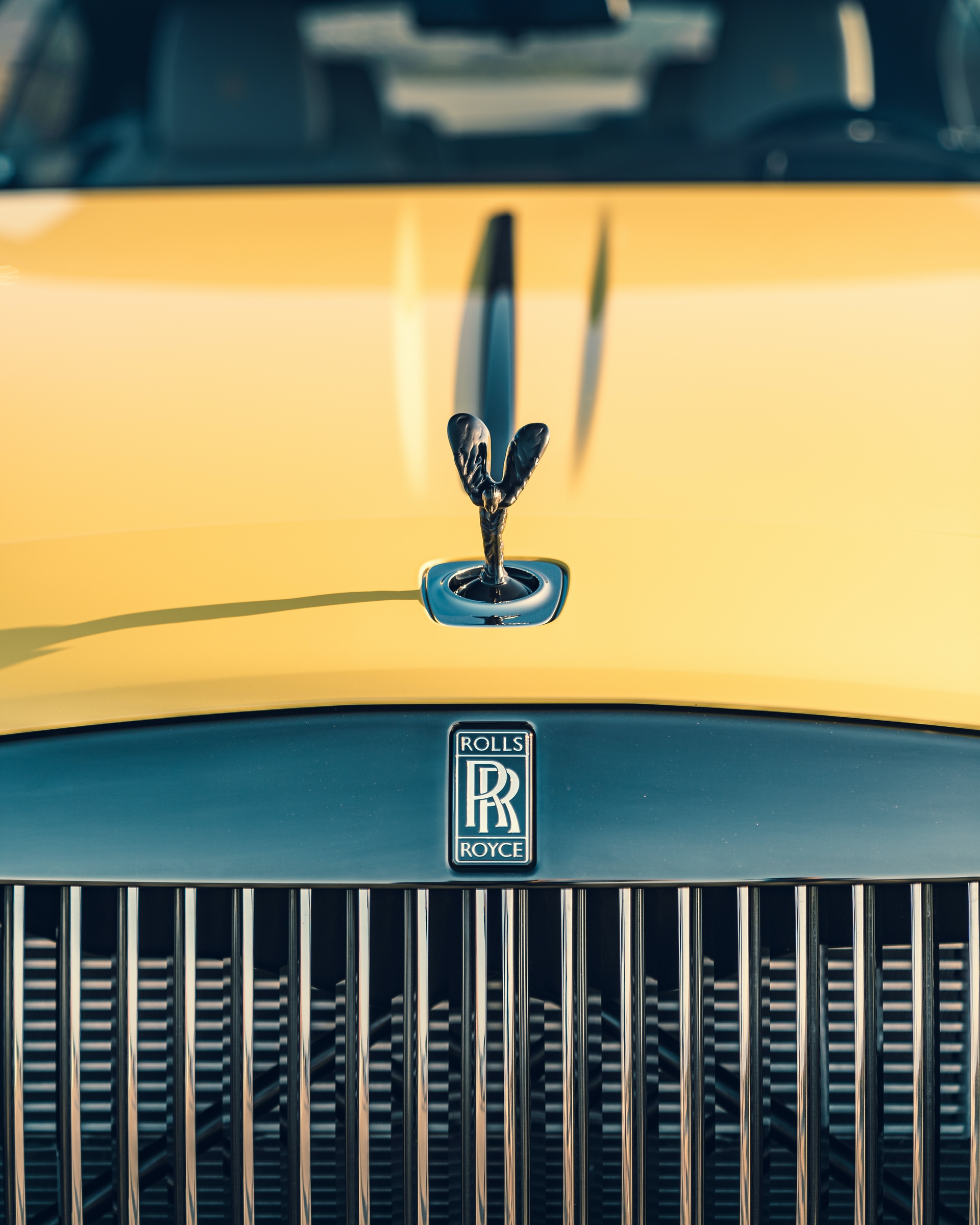 Rolls Royce Wraith Black Badge in Semaphore Yellow 04