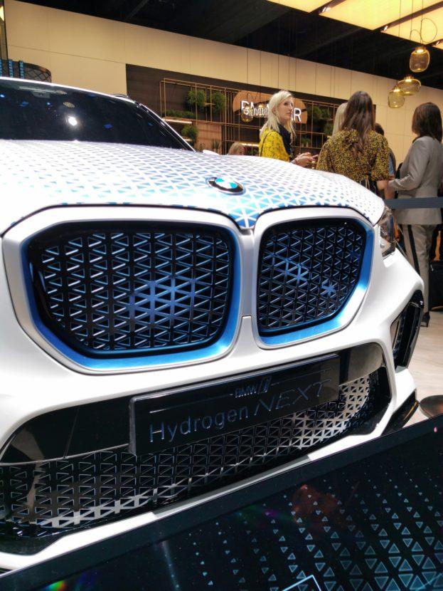 BMW i Hydrogen Next: BMW X5 with hydrogen fuel cell
