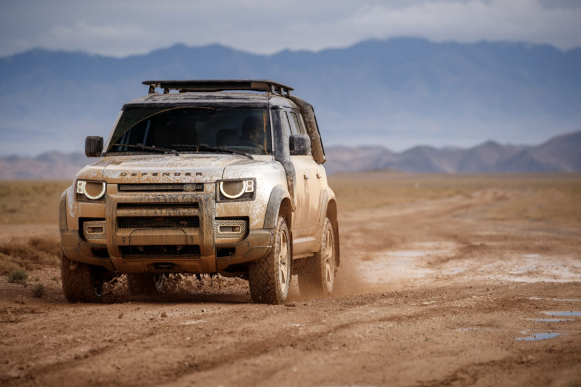 Land Rover Defender 3 of 5 830x553