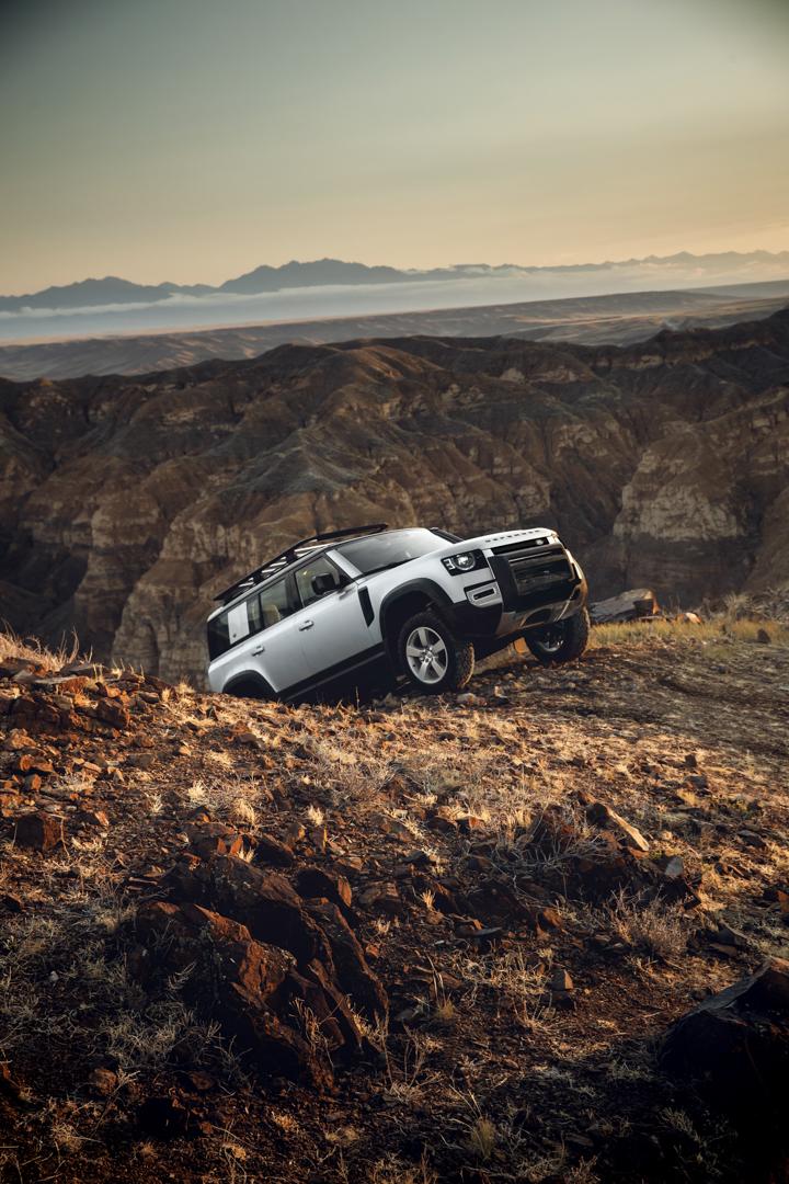 Land Rover Defender 4 of 5
