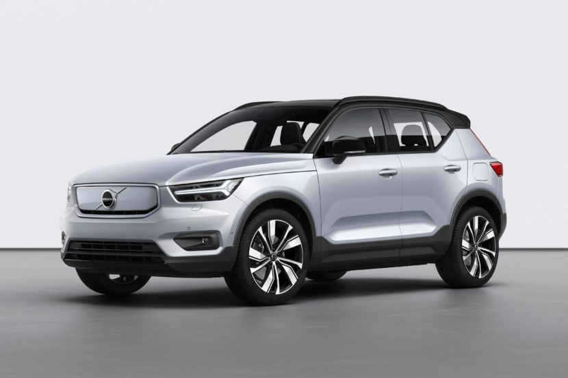 259191 Volvo XC40 Recharge P8 AWD in Glacier Silver 830x553