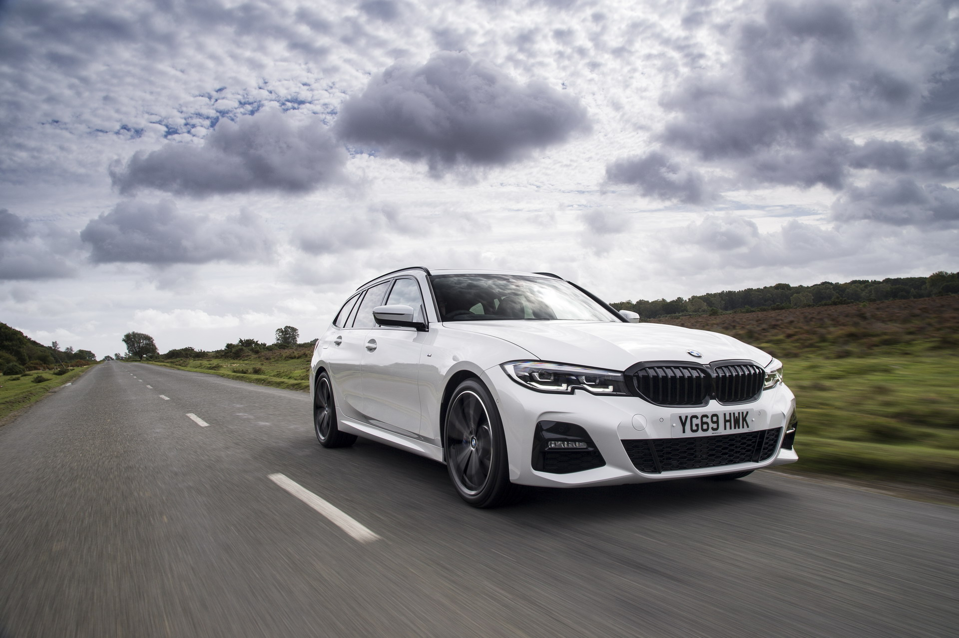 BMW 3 Series Touring G21 UK 64