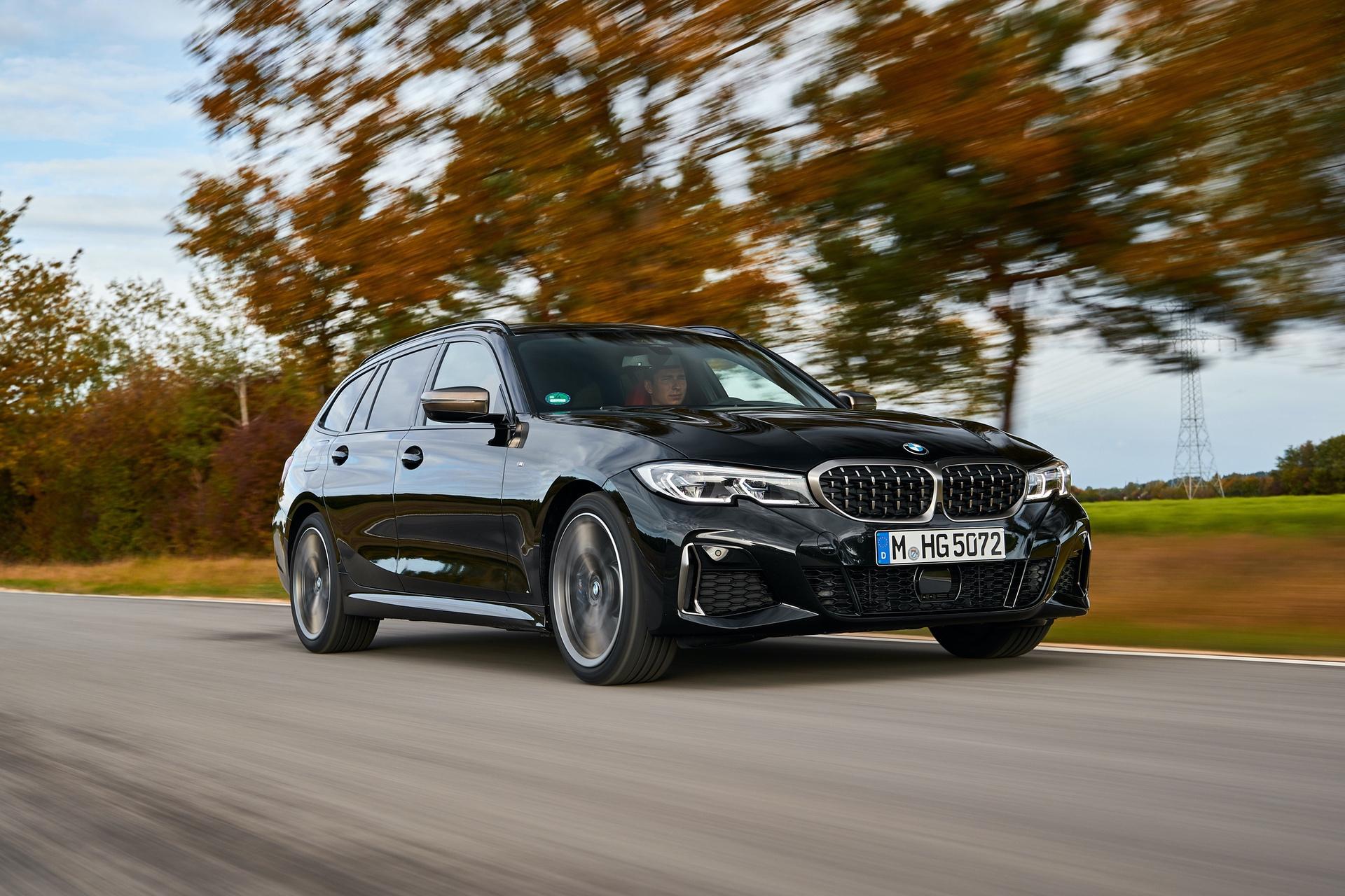 BMW M340i Touring Black Sapphire 13