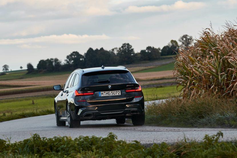 BMW M340i Touring Black Sapphire 19 830x553