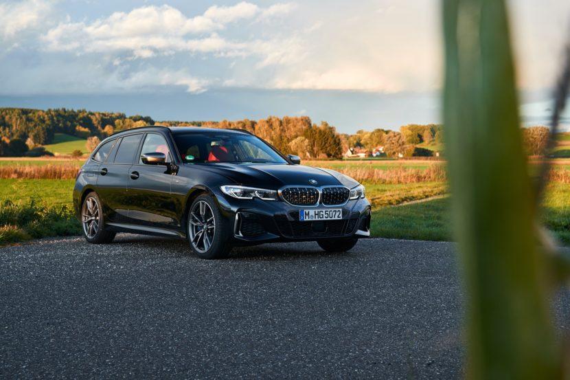 BMW M340i Touring Black Sapphire 32 830x553