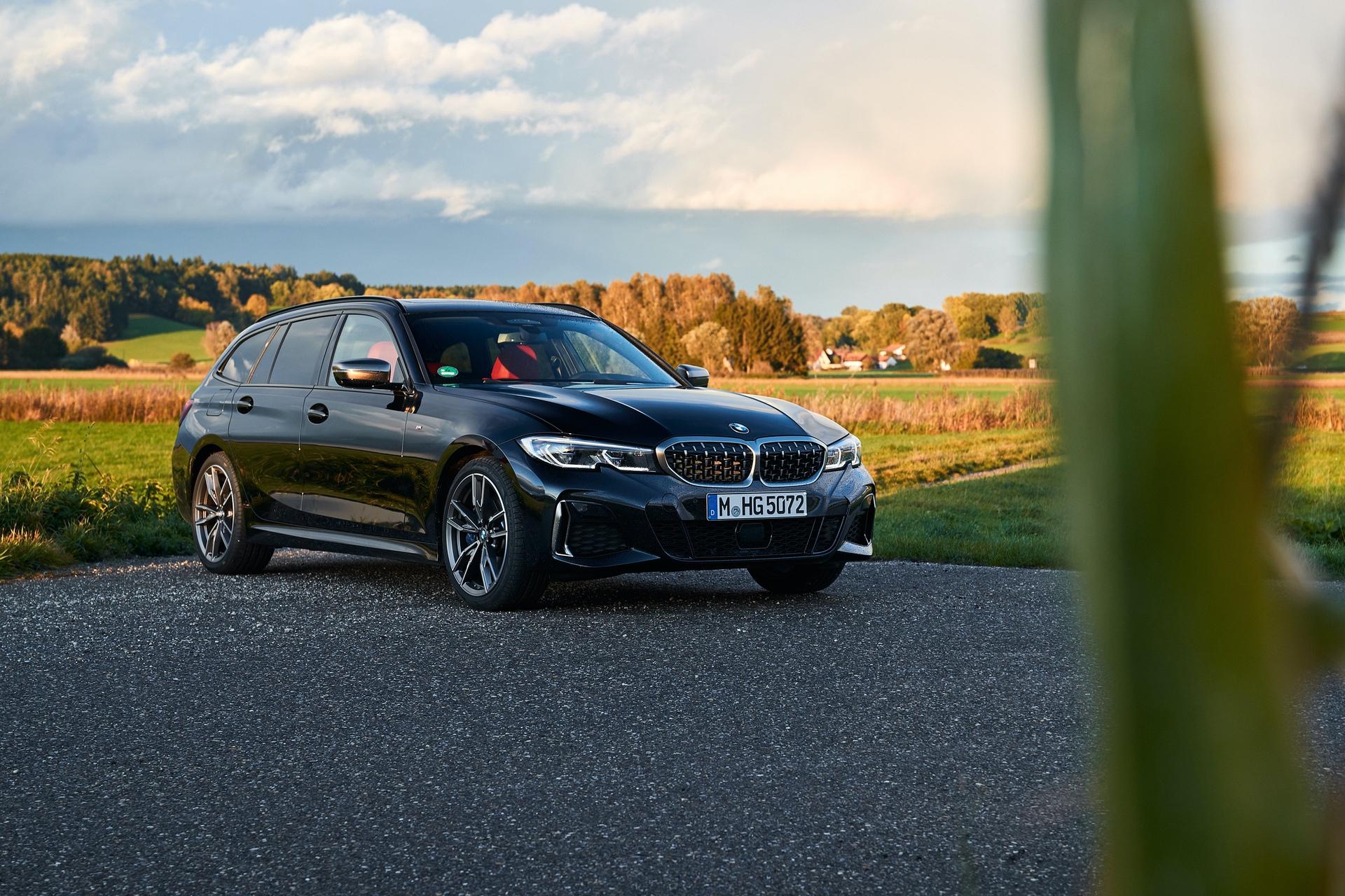 BMW M340i Touring Black Sapphire 32