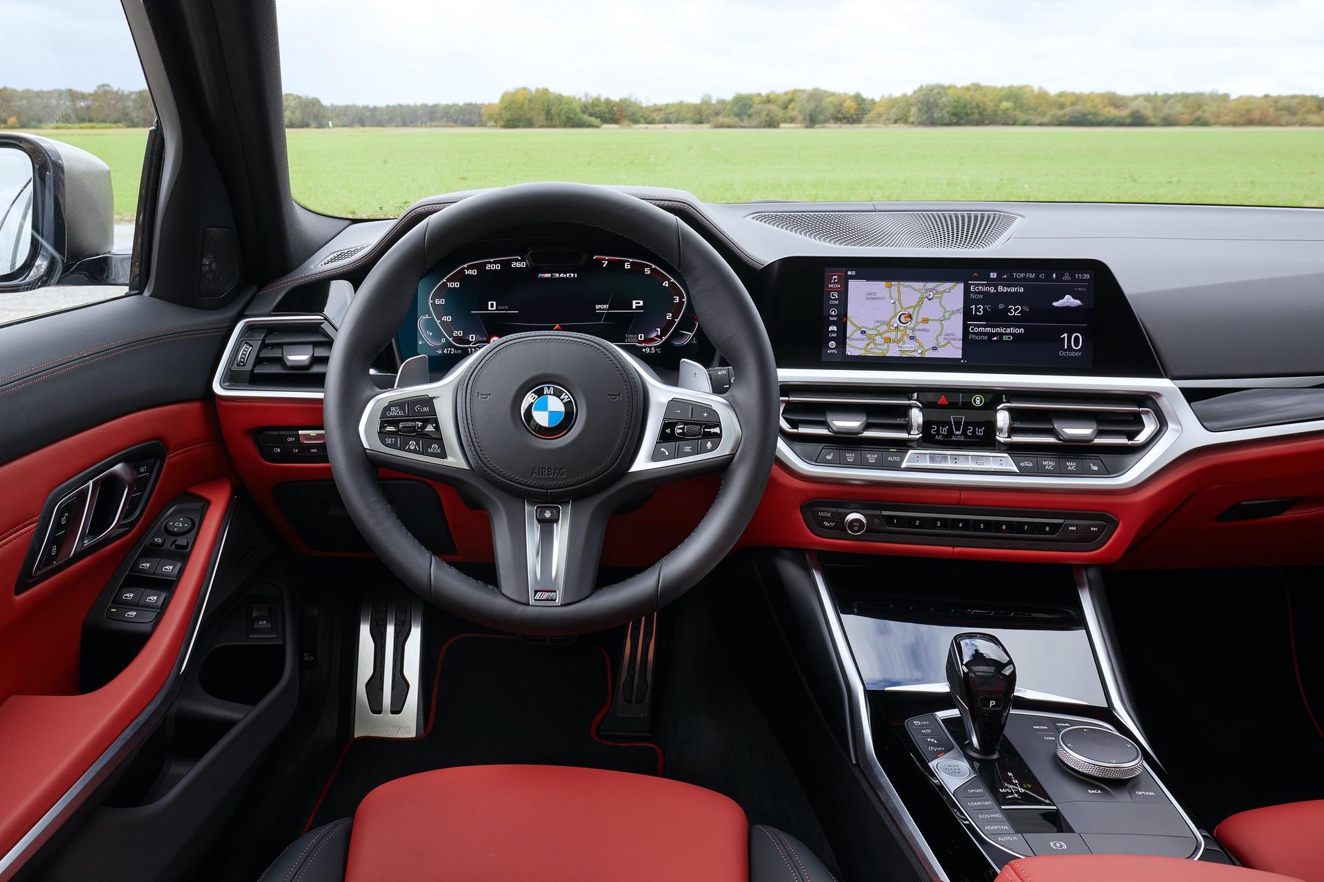 BMW M340i Touring Black Sapphire 43