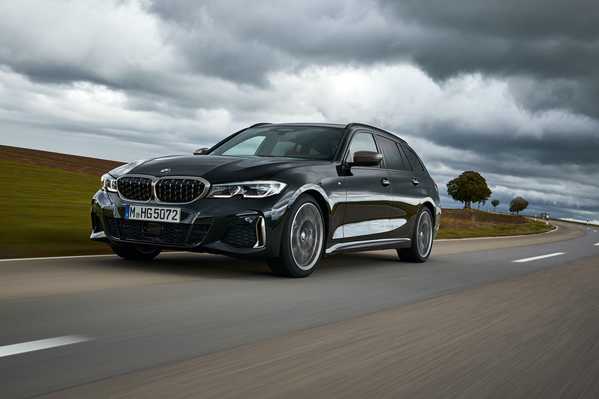 BMW M340i Touring Black Sapphire 7