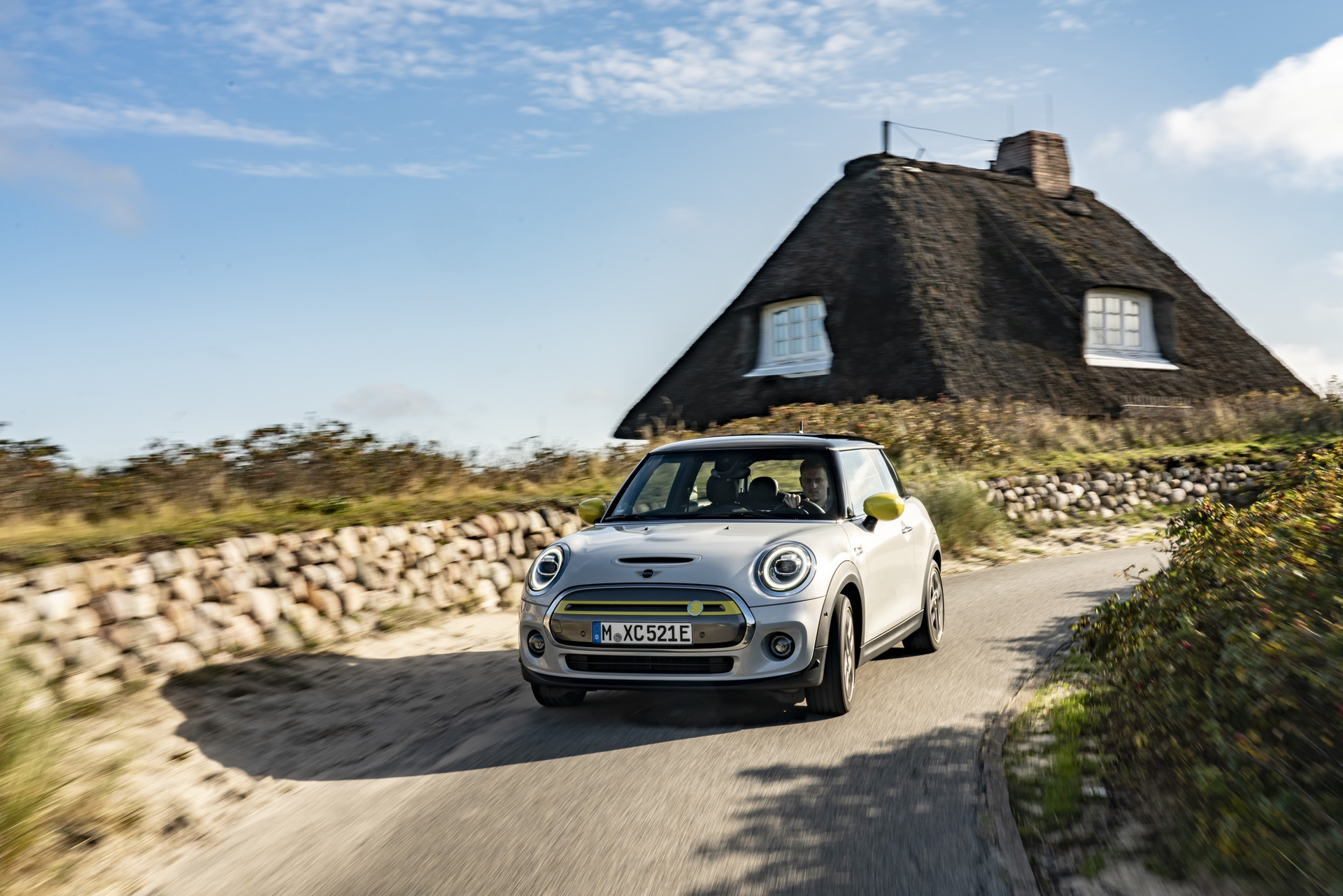 MINI Cooper SE takes a journey to the North Sea coast 14
