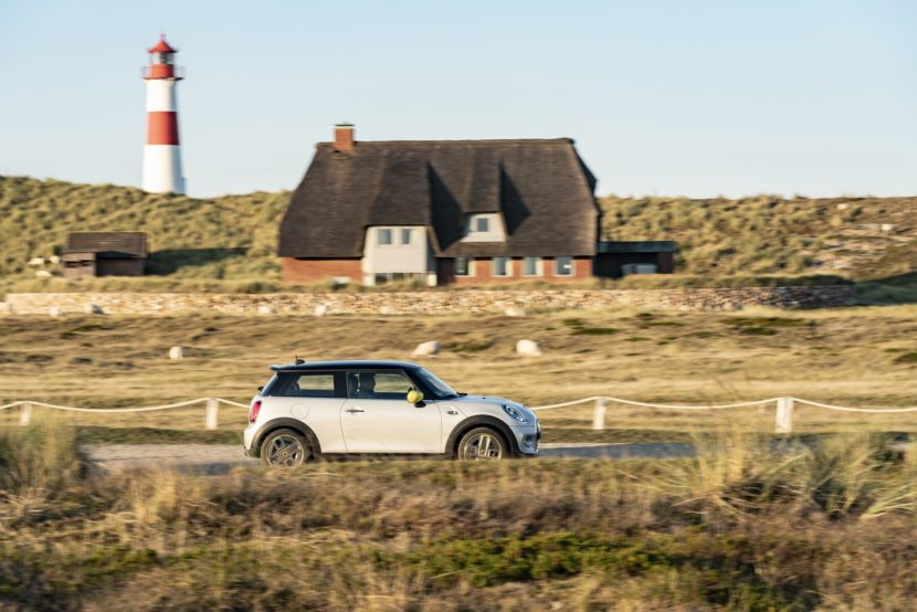 MINI Cooper SE takes a journey to the North Sea coast 2 830x554