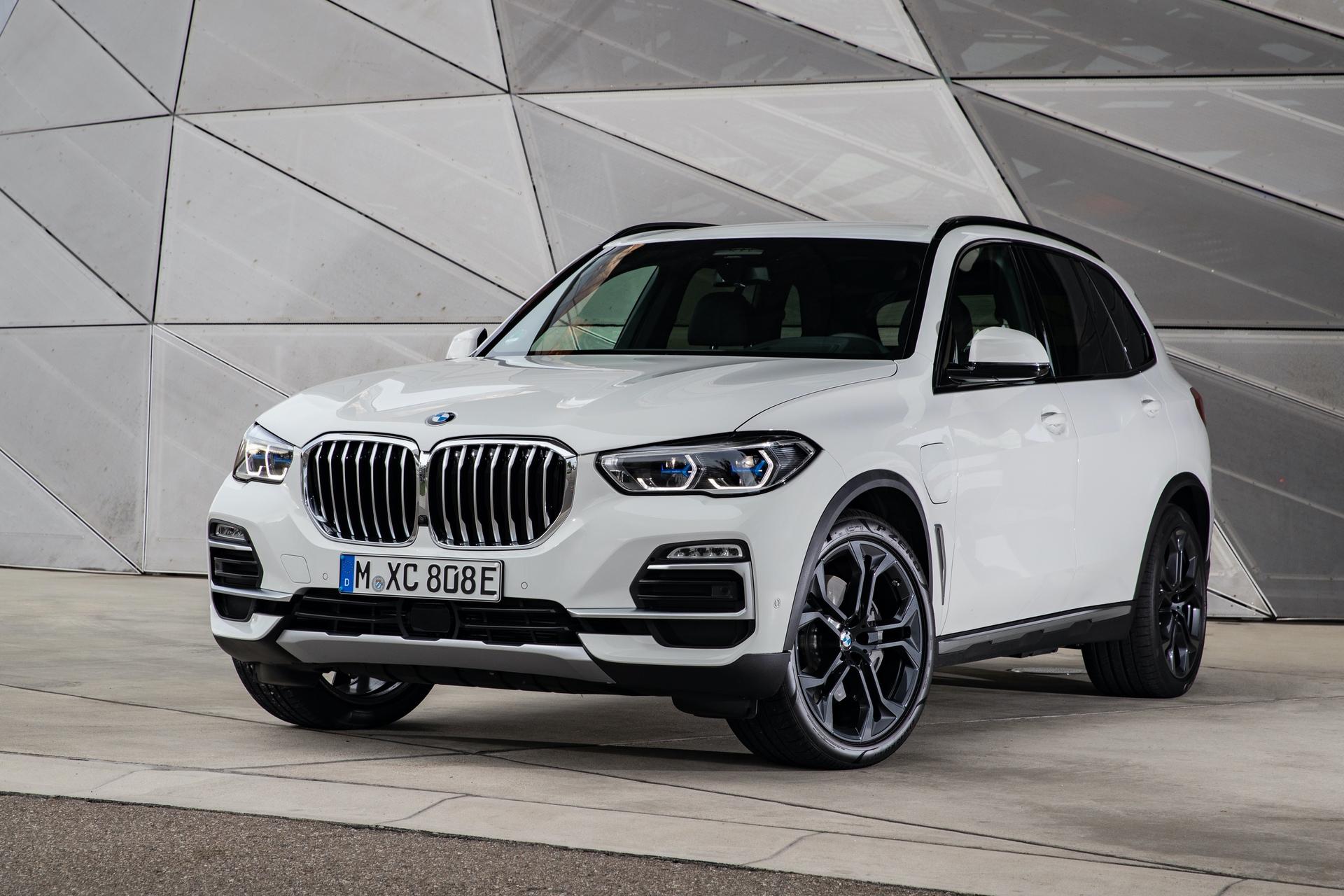 2020 BMW X5 xDrive45e test drive 65