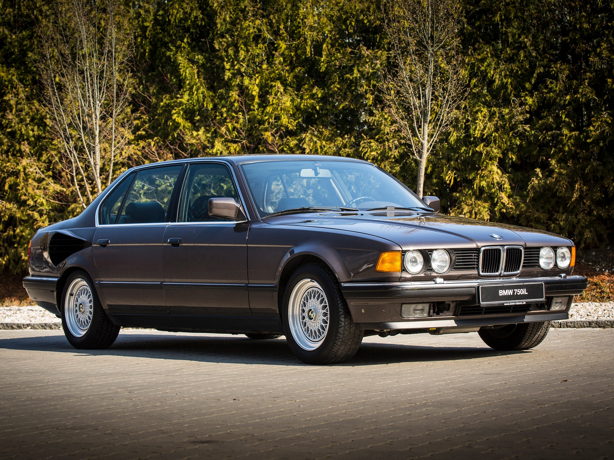 """Who Remembers the V16-powered BMW 750iL """"Goldfisch""""?"""