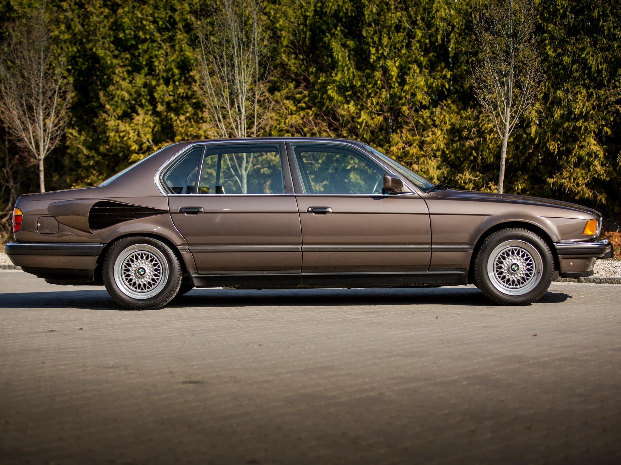 BMW-E32-7-Series-V16-2.jpg