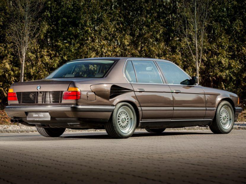 BMW E32 7 Series V16 3 830x623