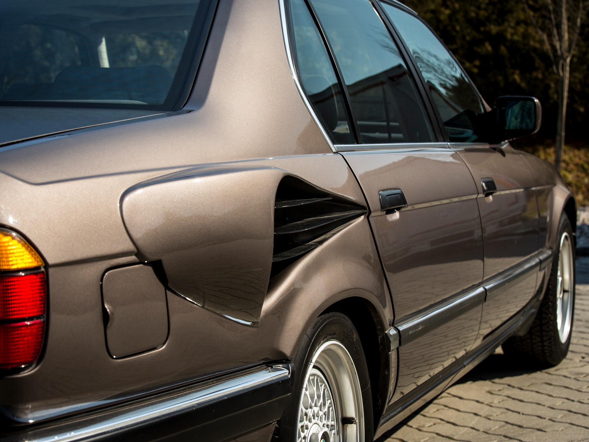 BMW-E32-7-Series-V16-4.jpg