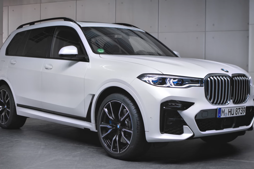 BMW X7 M Sport in Alpine White G07 830x553