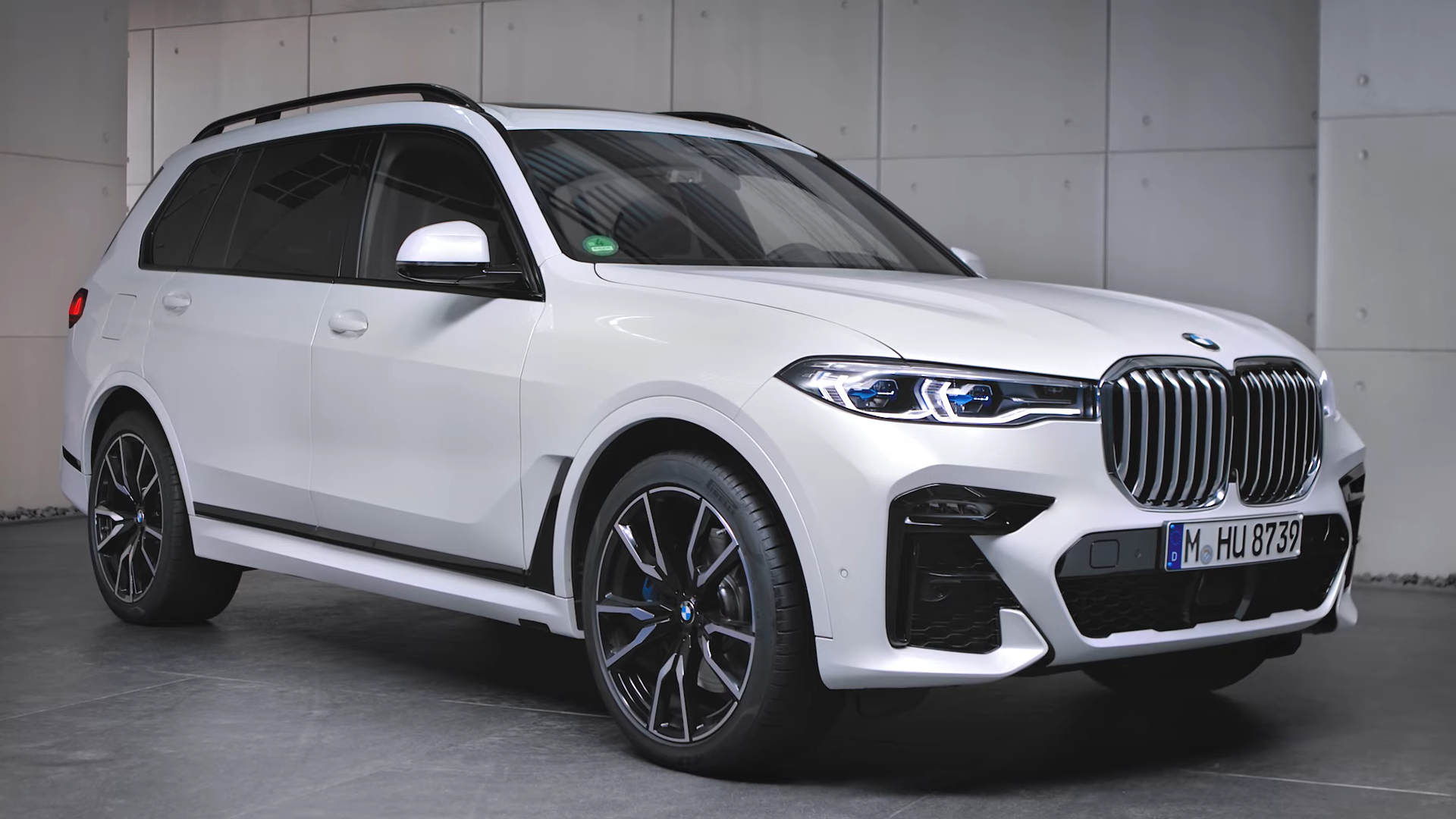 BMW X7 M Sport in Alpine White G07
