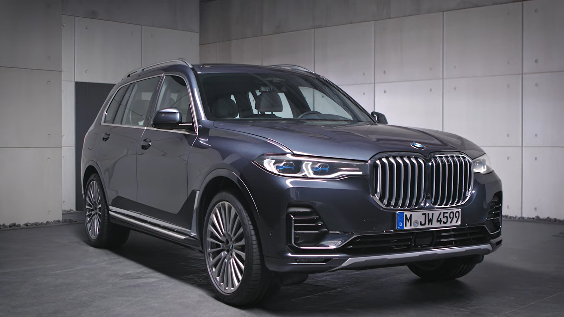 Arctic Grey BMW X7 Design Pure Excellence G07