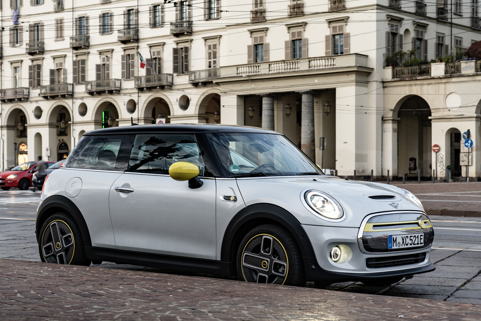 "Watch the MINI Cooper SE escape from everyday life in ""The E-talian Job"""