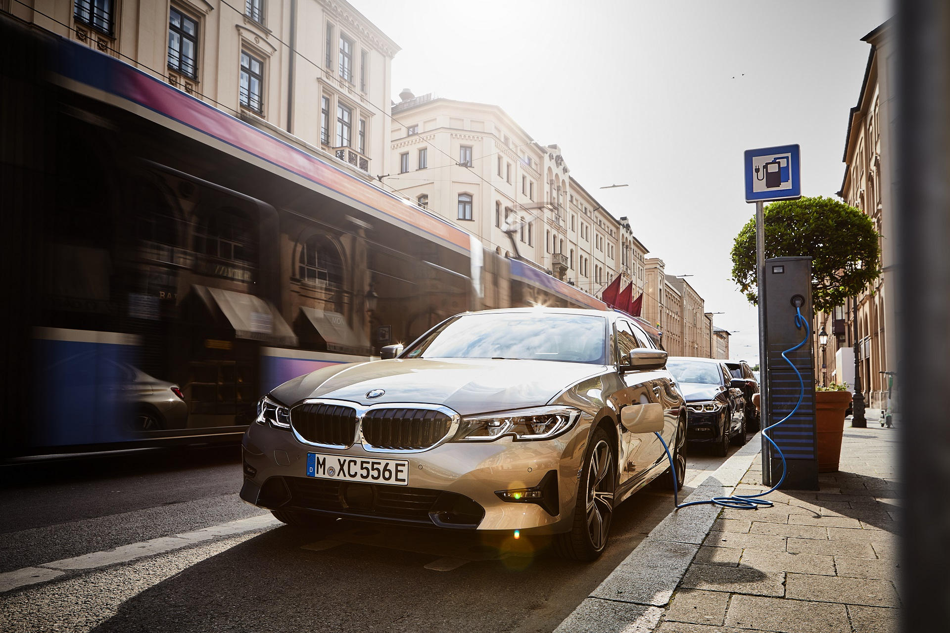 P90359976 highRes the all new bmw 330e