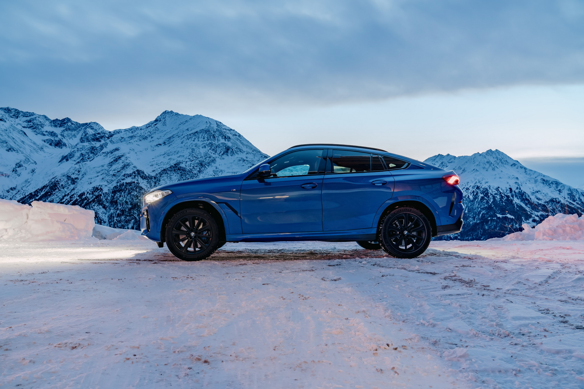 The new X6 and 8 Series Gran Coupe in Solden 29