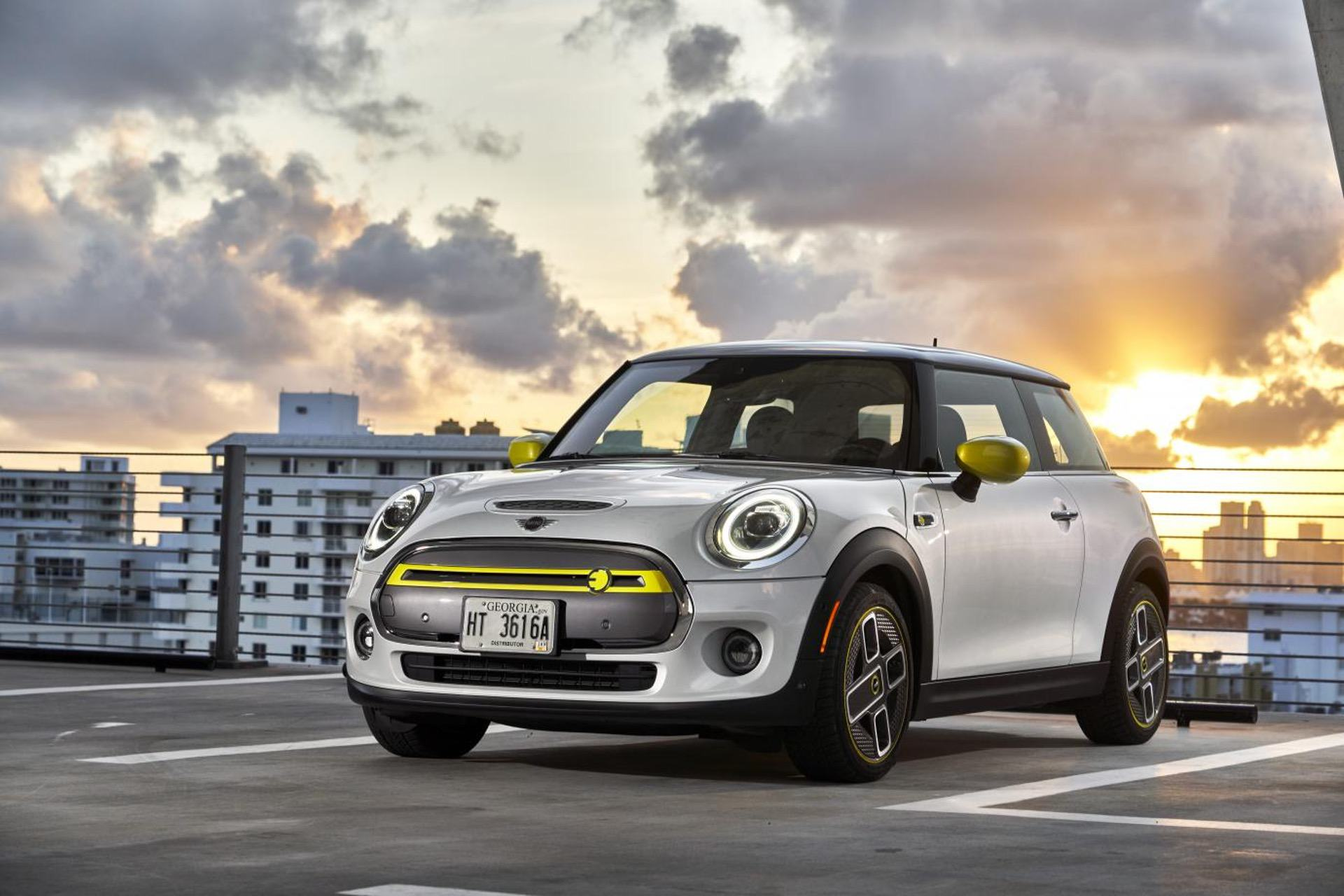 2020 MINI Cooper SE test drive review 58