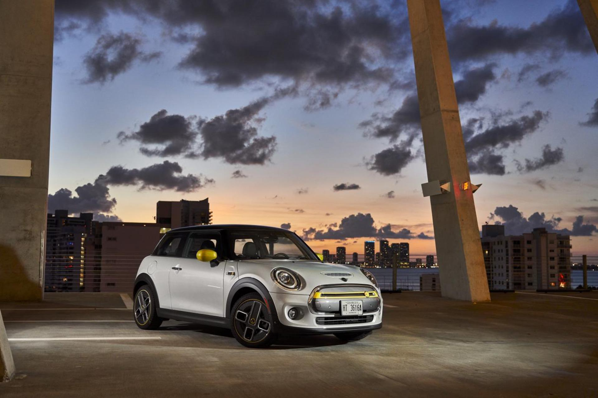 2020 MINI Cooper SE test drive review 62