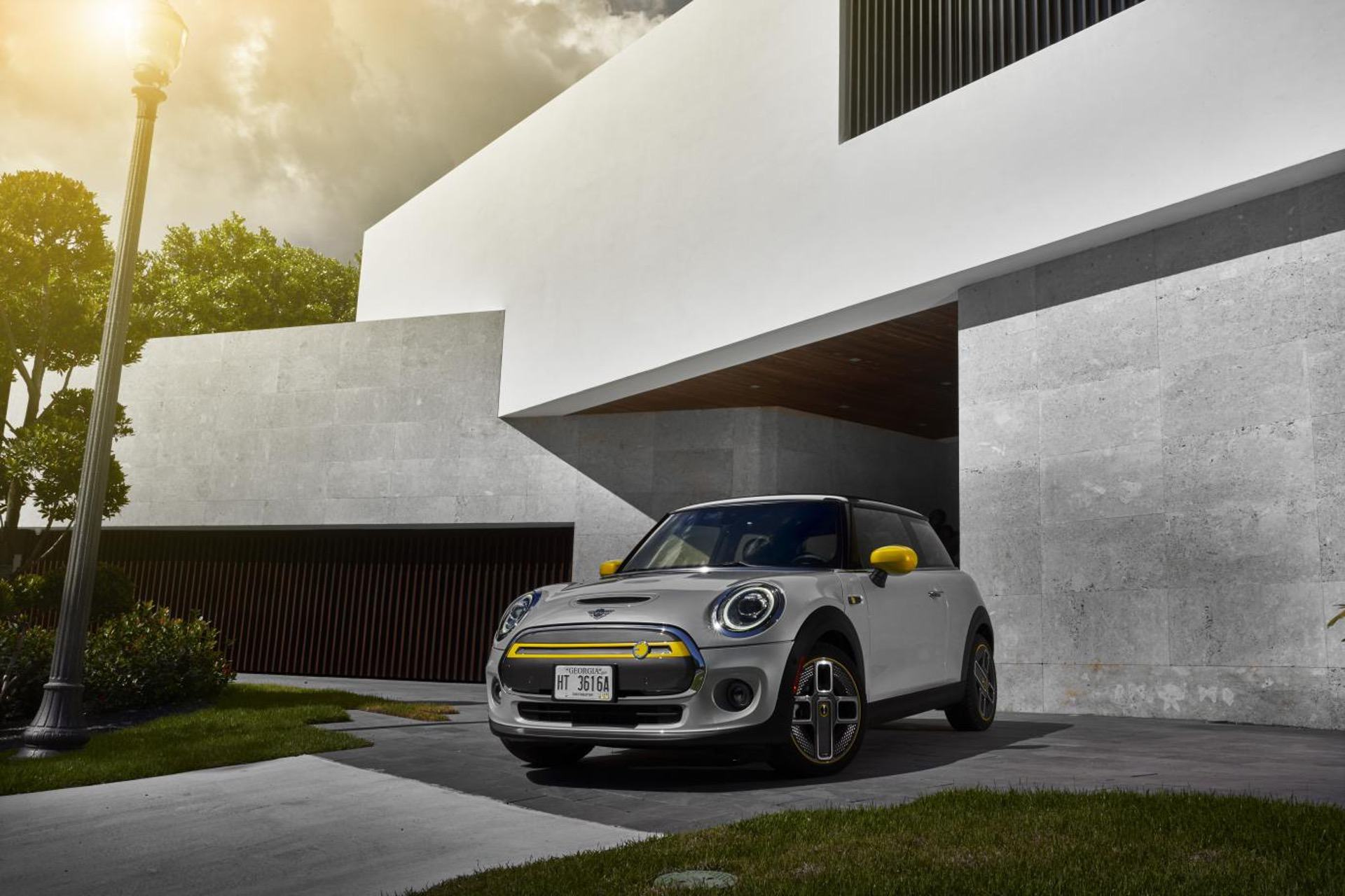 2020 MINI Cooper SE test drive review 73
