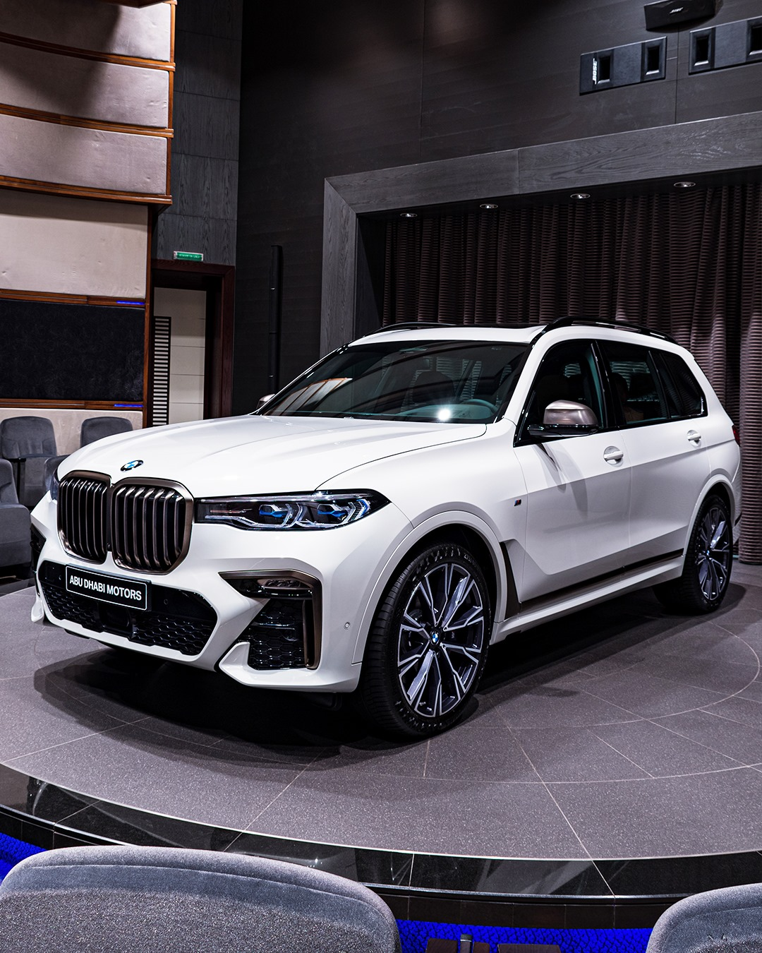 Alpine White BMW X7 M50i G07 2