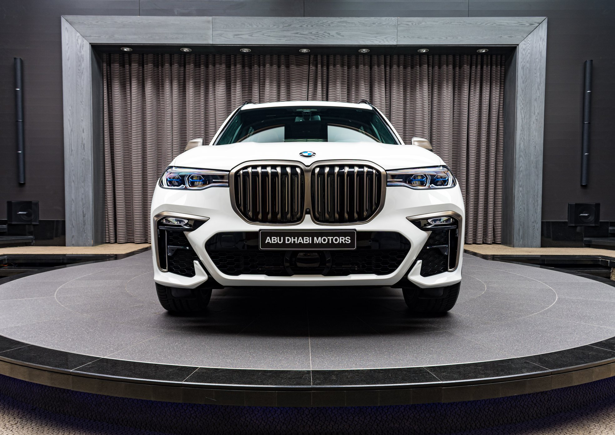 Alpine White BMW X7 M50i G07 8