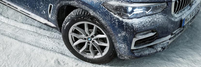 BMW X5 G05 in winter 2 830x277
