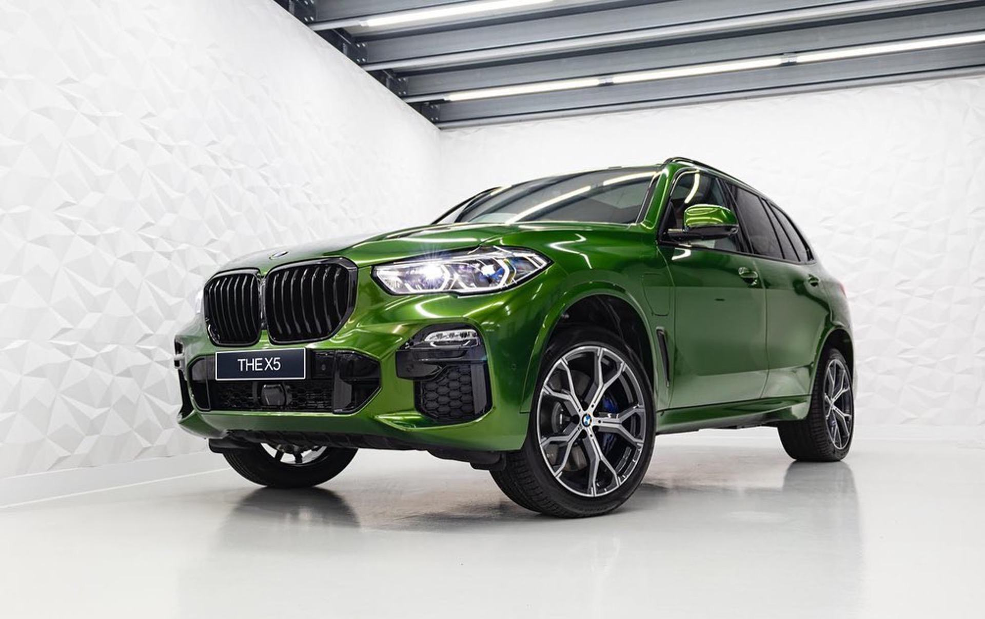 This BMW X5 looks stunning in Verde Ermes Individual color