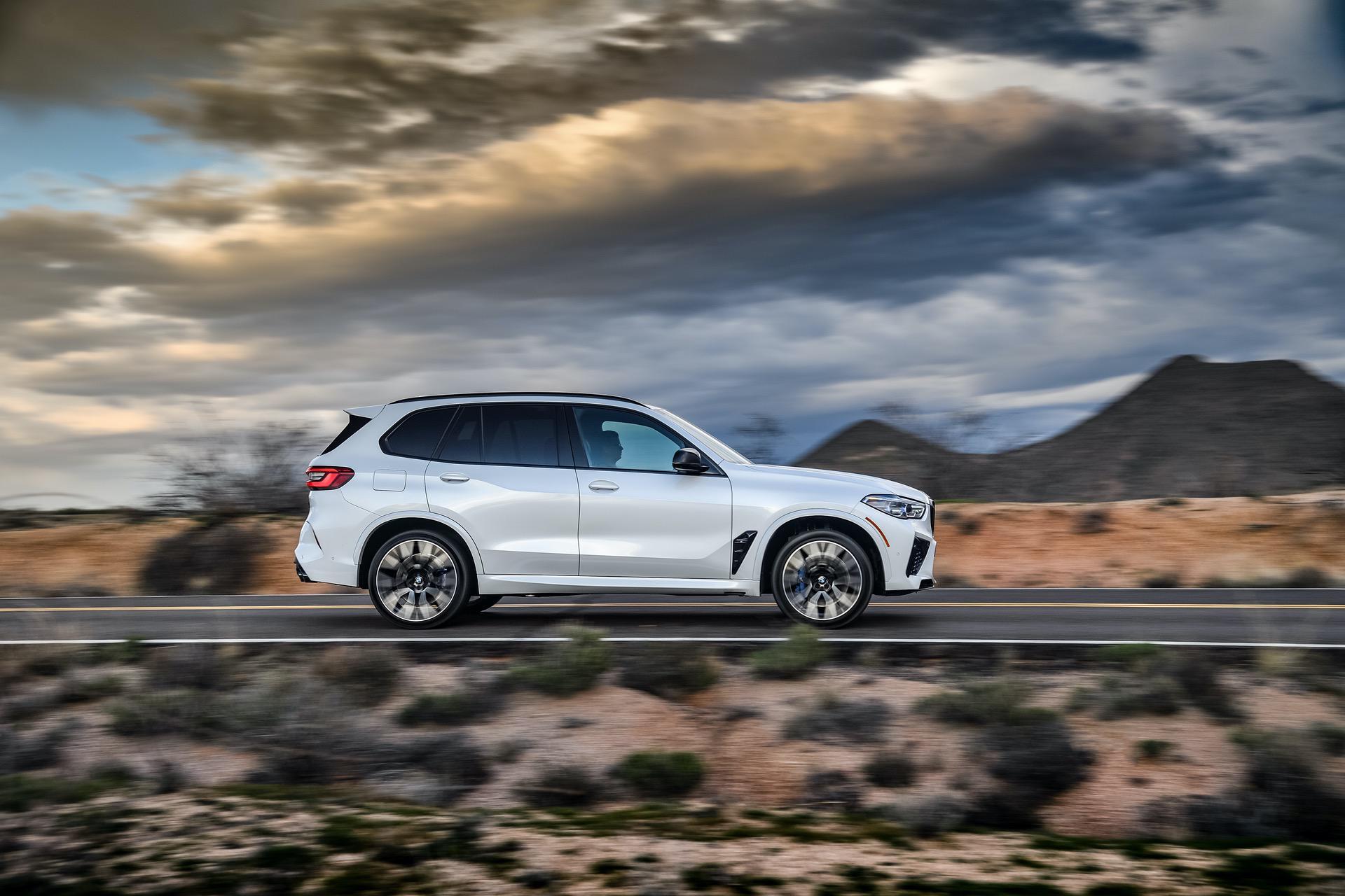 2020 BMW X5M Mineral White 32