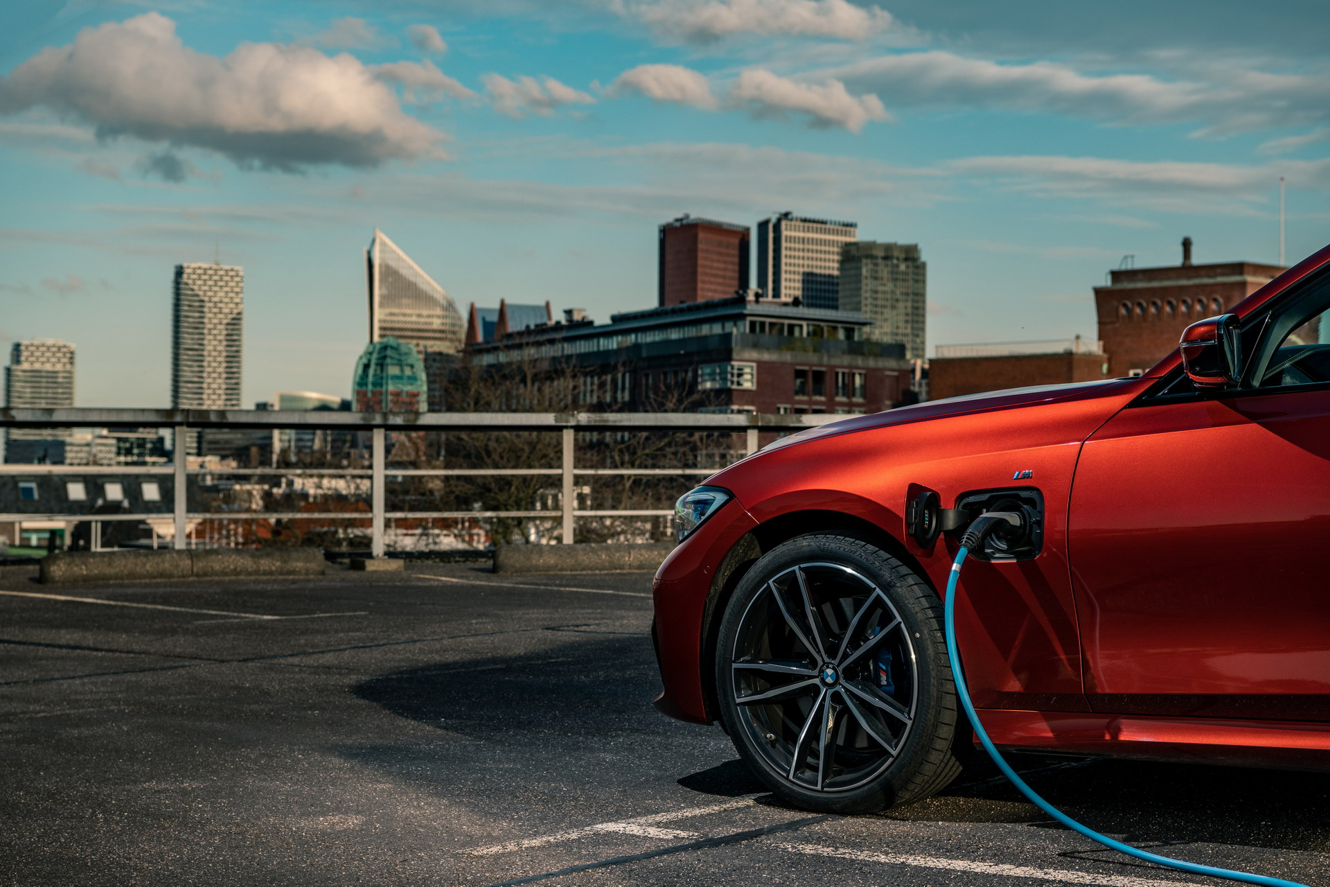 The new BMW 330e in the BMW eDrive Zones in G4 11