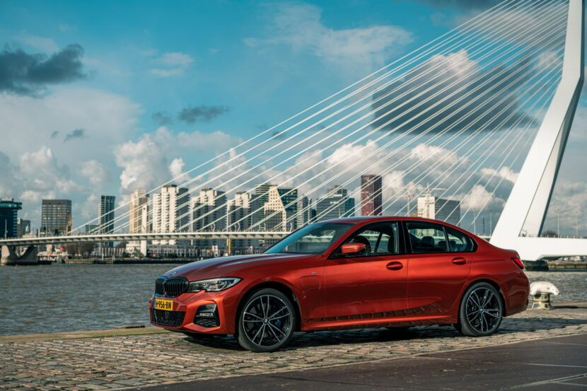 The new BMW 330e in the BMW eDrive Zones in G4 12 830x553