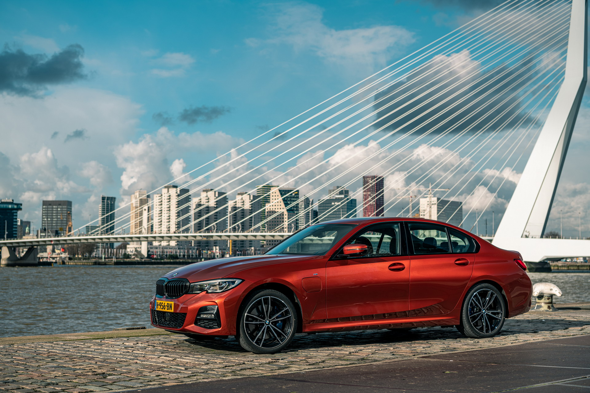 The new BMW 330e in the BMW eDrive Zones in G4 12