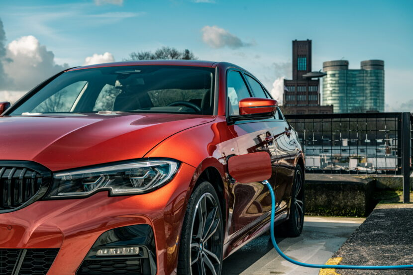 The new BMW 330e in the BMW eDrive Zones in G4 26 830x553